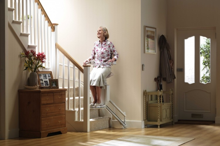 how much does it cost to rent a stairlift